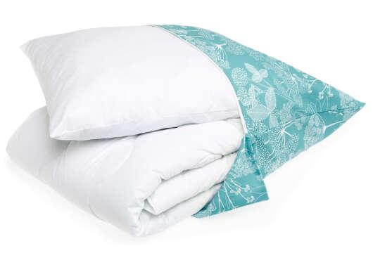 Familon Niittypolku -kaverisetti tyyny ja peitto koristetyynyssä